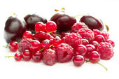 Raspberries, currants and cherries — Stock Photo