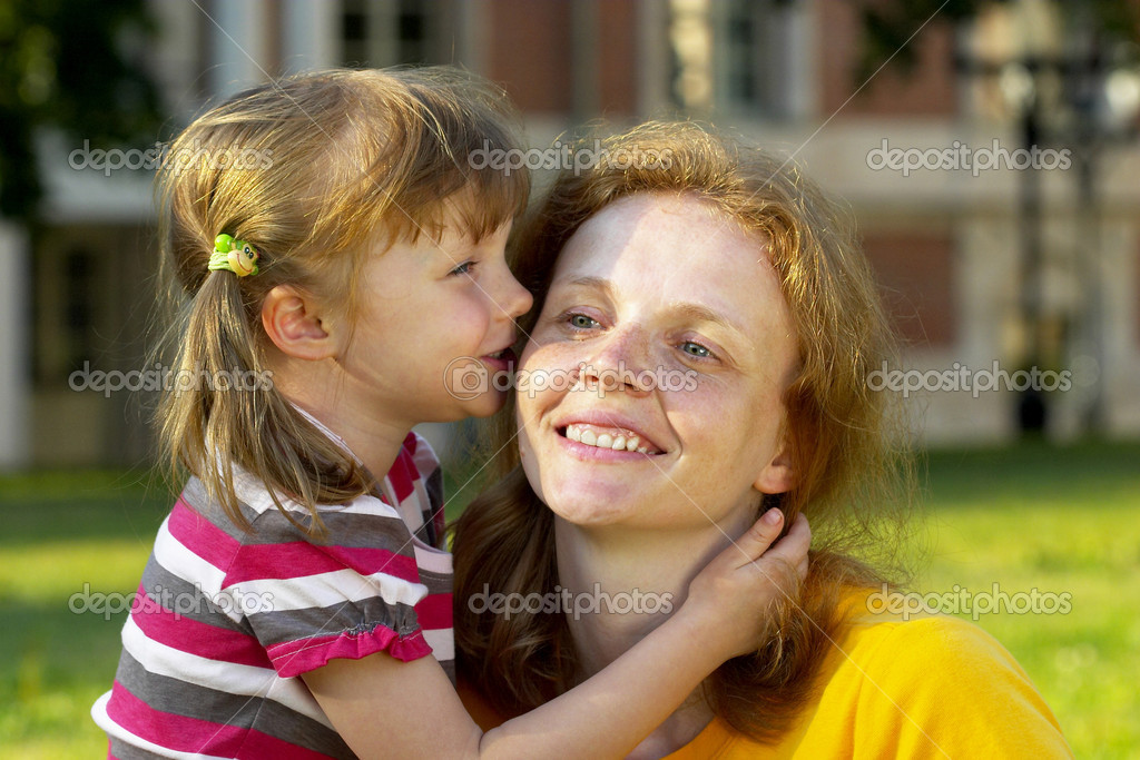 Mother listening her daughter in the summer park — Stock Photo #1082712