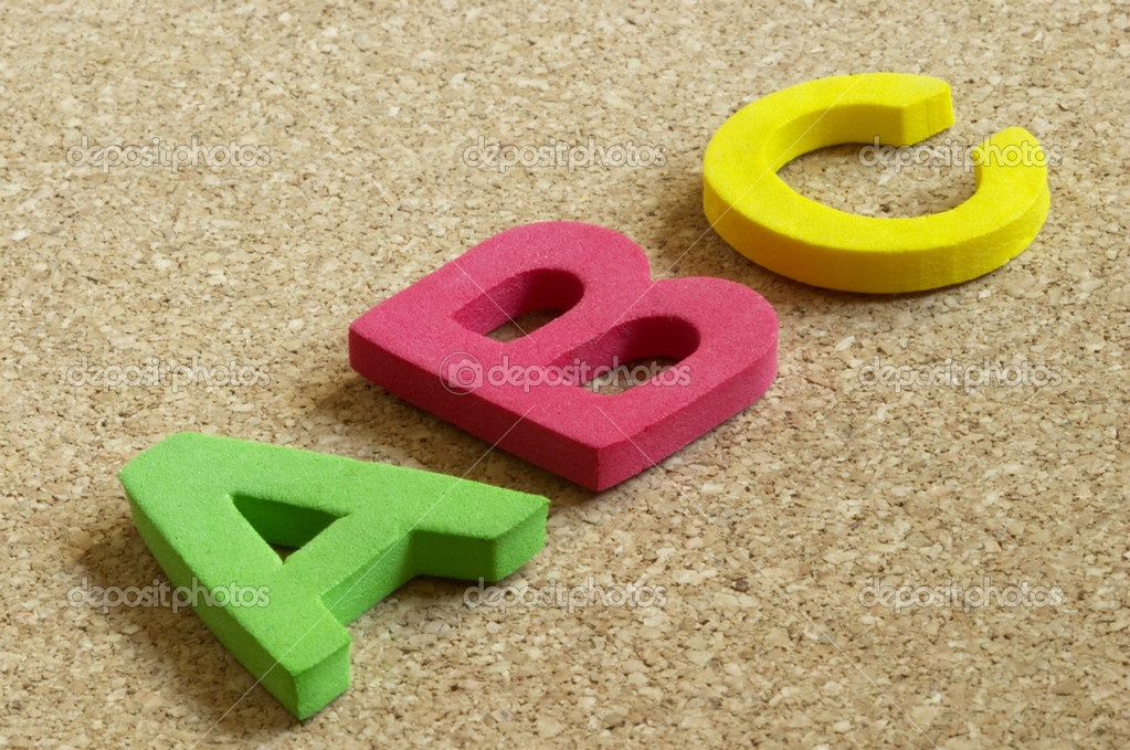 3D Plastic ABC letters over cork desk background macro shot — Lizenzfreies Foto #1085442