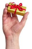 Man med en presentförpackning — Stockfoto