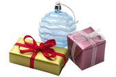 Duas pequenas caixas de presentes e decoração — Foto Stock