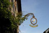Riquewihr cegonha restaurante sinal — Fotografia Stock