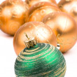 Green and golden glass christmas balls - 图库照片