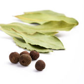 Bay leafs and black pepper — Stock Photo