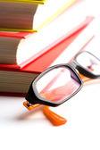Boeken en glazen — Stockfoto