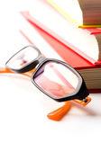 Stapel von büchern und gläser — Stockfoto