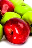 Manzanas verdes y rojas — Foto de Stock