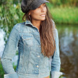 Attractive young woman dressed in jean — Stockfoto