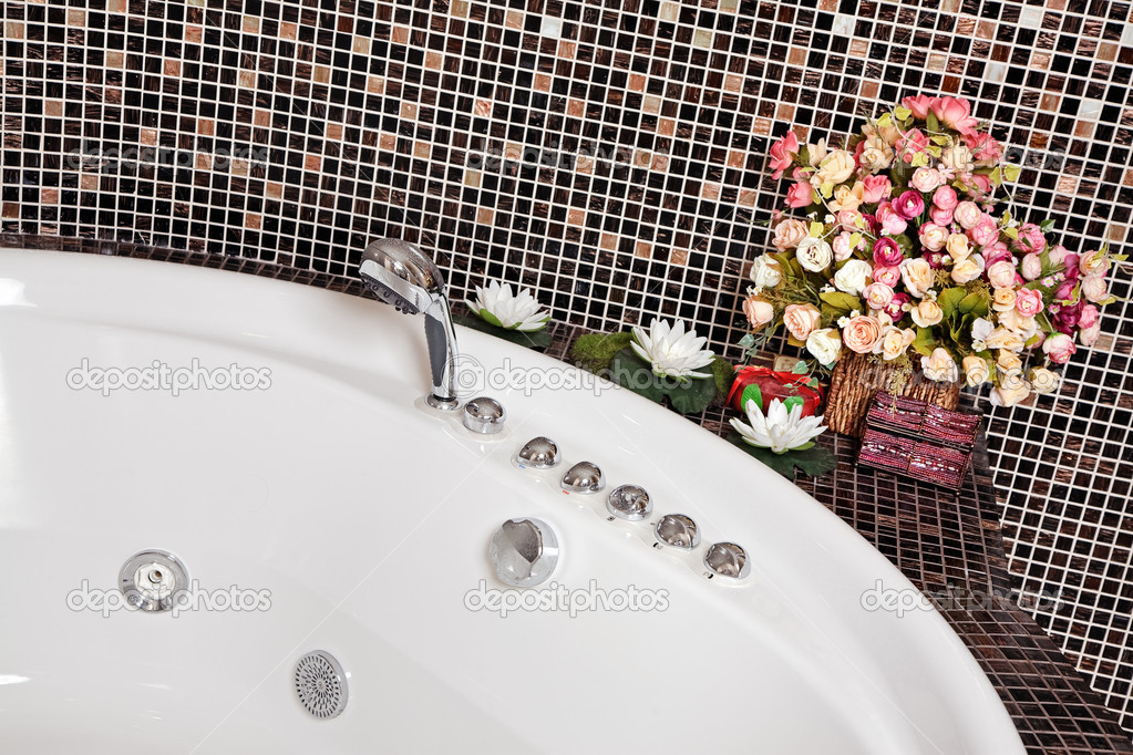 Detail of Bathroom with mosaic and jacuzzi part — Stock Photo #1055222