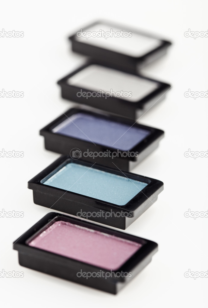 Five small multicolored eye-shadows arranged in line on white, Shallow depth of field — Stock Photo #1095157