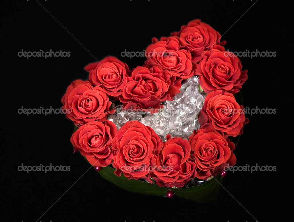 Valentine day rose decoration bouquet in heart shape isolated on black — Stock Photo #1704795