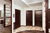 Moderne hall interieur met vele deuren — Stockfoto
