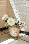 Peony flowers in pottery vase — Stock Photo