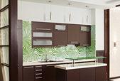 堅材の家具とモダンなキッチン — ストック写真