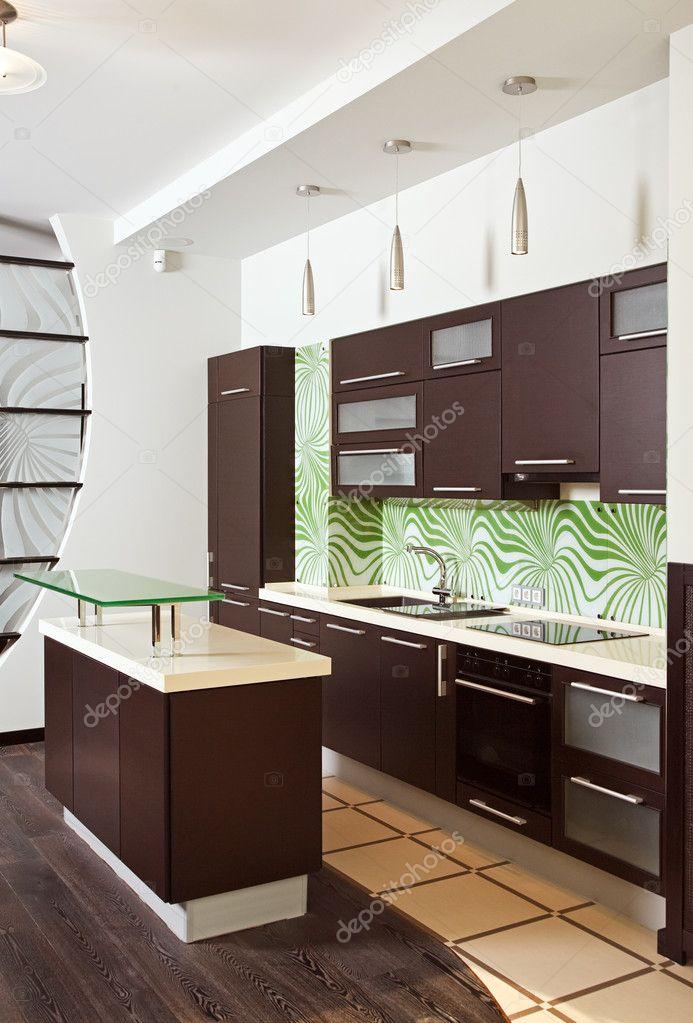 Moderna cocina con muebles de madera — fotos de stock © mrhamster ...