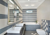 Modern bathroom in blue and gray — Stock fotografie
