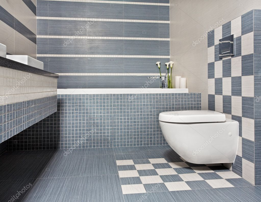 Modernt badrum med toalett och mosaik — Stockfotografi © MrHamster ...
