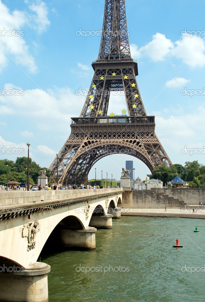 The Eiffel Tower, Paris, France — Stock Photo #1142201