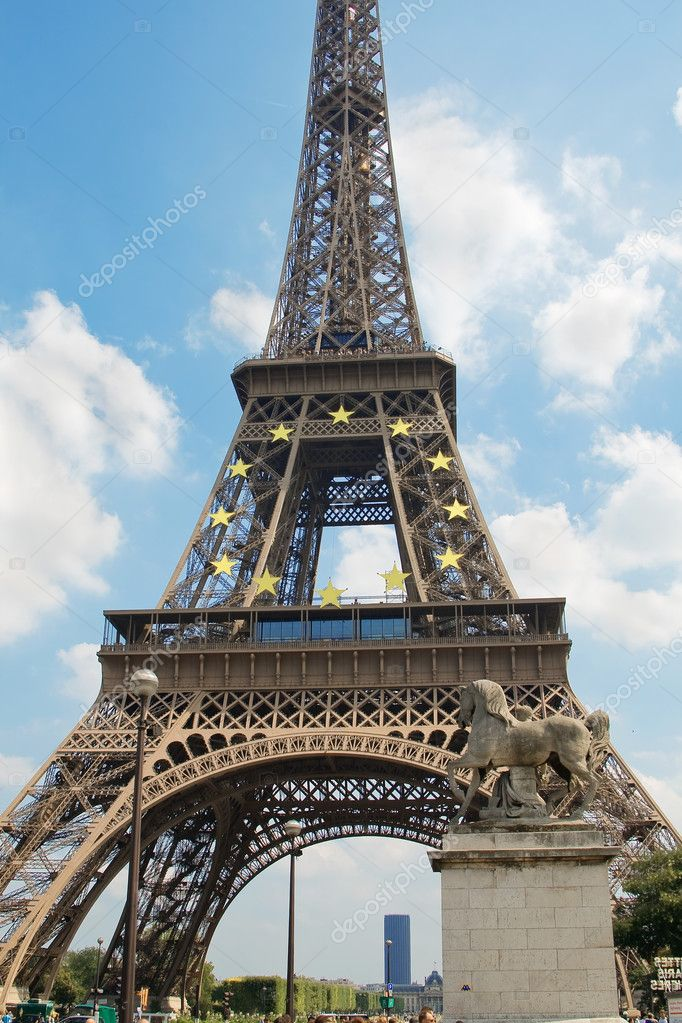 The Eiffel Tower, Paris, France — Stock Photo #1142235