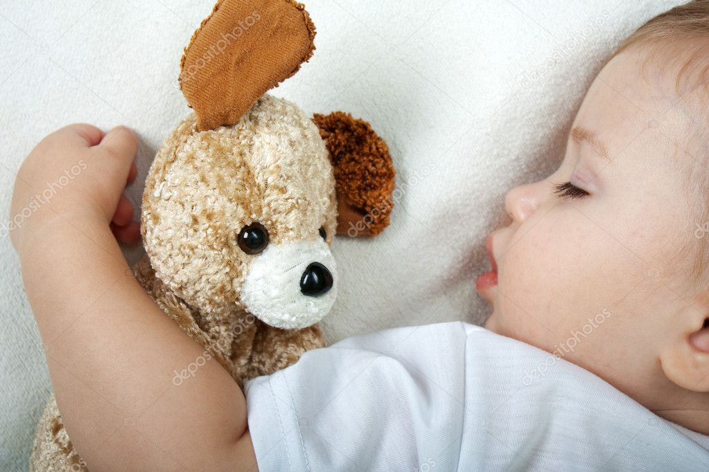 Little child sleeping in happiness and family love — Stock Photo #1039036