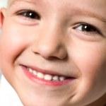 klein kind glimlachen — Stockfoto #1061745