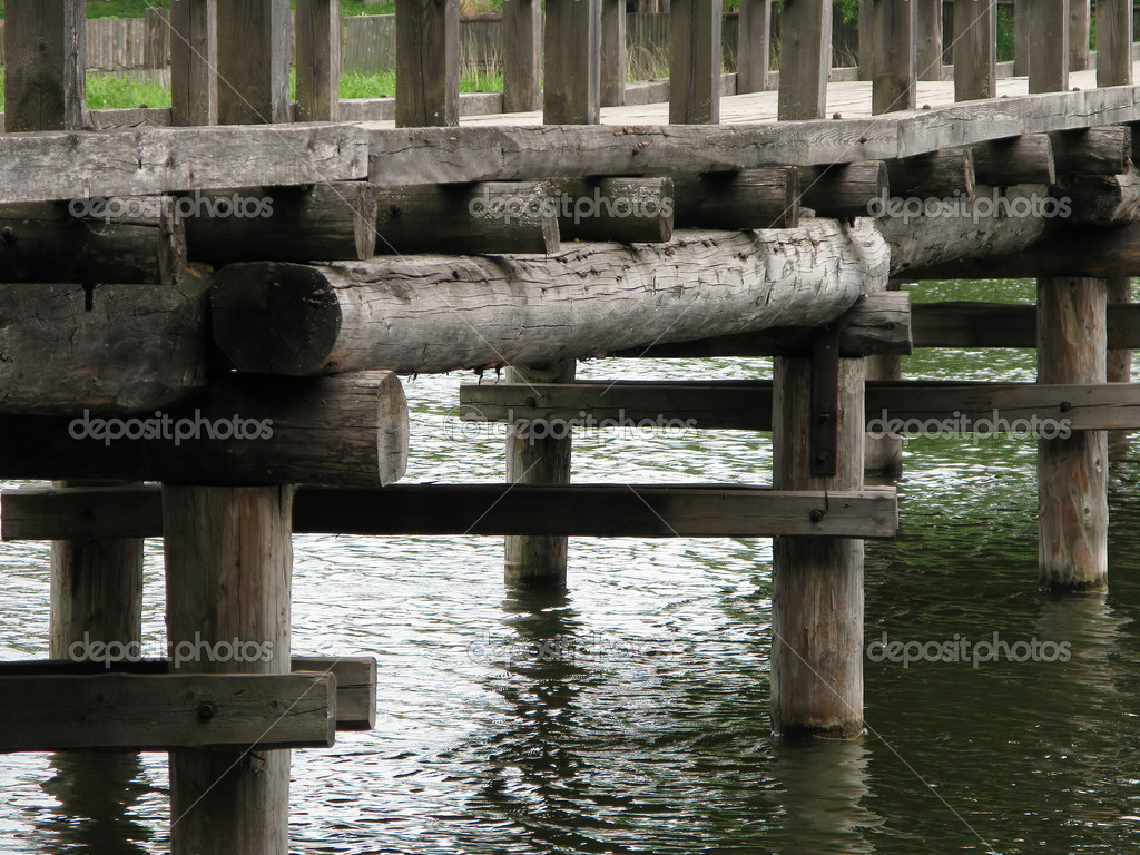 Мост из дерева