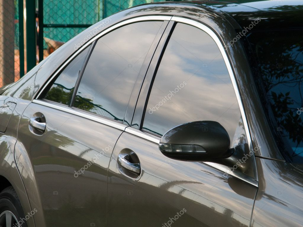 Car side view at driving door, window and mirror — Stock Photo #1062630
