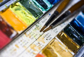 Szczotki i tęczowe kolory — Zdjęcie stockowe