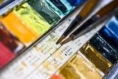 画笔和彩虹的颜色 — 图库照片