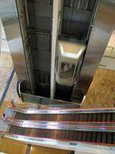 Лифт и эскалатор — Стоковое фото