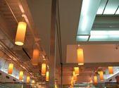 Soffitto di un grande ristorante — Foto Stock