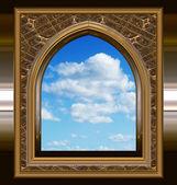 Gothic oder scifi-fenster mit blauer himmel — Stockfoto