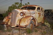 Old rusted car — Stock Photo