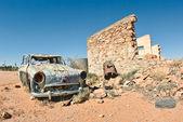 Old car in the desert — Stock Photo