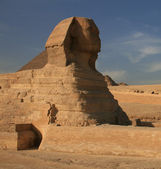 Sphinx and great pyramid of Khufu — Stockfoto
