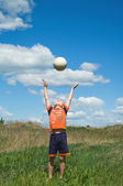 Boy playing with ball — Stockfoto