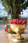 Cup of ripe raspberries — Stock Photo