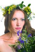 Vackra unga kvinnor med blommig krans — Stockfoto