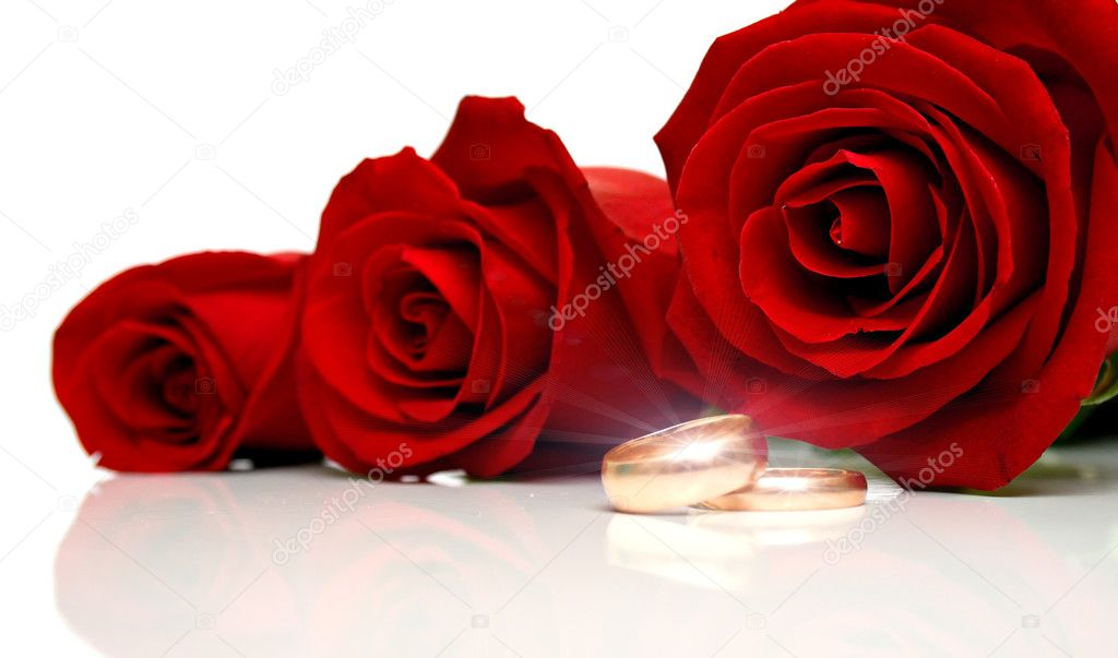 Wedding rings and red roses on white background. Collage with the drawn patches of light on rings. Isolation — Stock Photo #1282939