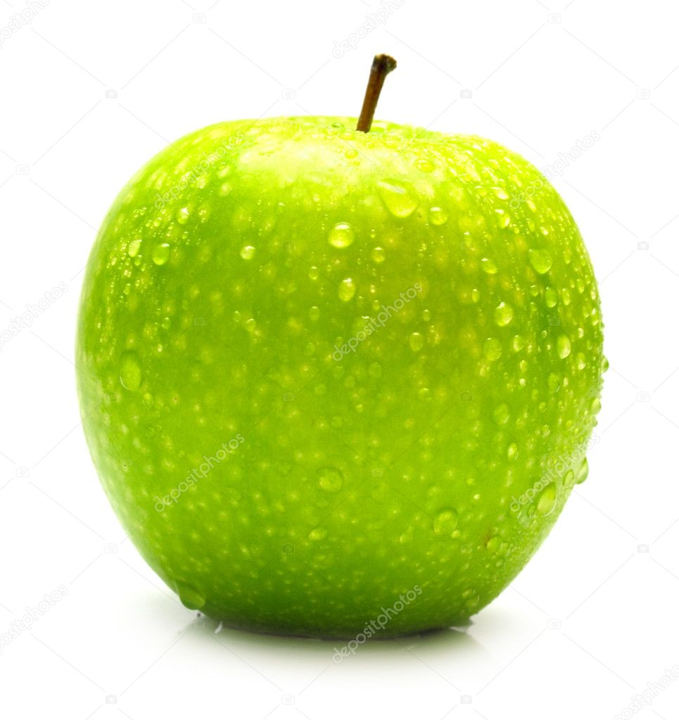 The ripe juicy green apple covered by drops of water. Isolation on white, shallow DOF. — Stock Photo #1379130