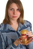 Frau mit seife stücke in händen — Stockfoto