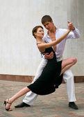 Pareja bailando baile latino — Foto de Stock