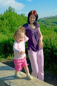 小さな子供を持つ女性 — ストック写真
