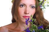 женщины с букет и цветочный венок — Стоковое фото
