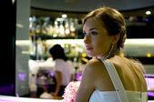 Mujeres hermosas en el bar — Foto de Stock