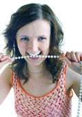 Beautiful girl holds a pearl beads — Stock Photo