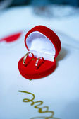 Red box with wedding rings — Stock Photo