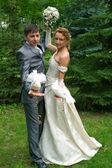 Sposa e lo sposo con piccioni — Foto Stock