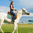 Girl embraces a white horse — Stock Photo