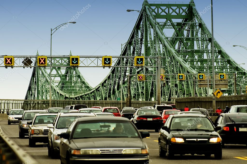 Peak hour traffic lined up bumper to bumper on a bridge — Stock Photo #1092387